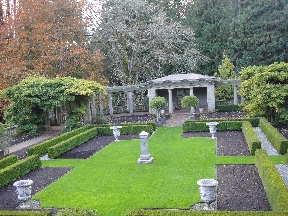 Small side garden at Hatley Castle