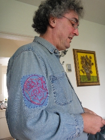 Mead wearing his Gallifreyan name patch